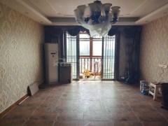 业主诚心出售 龙飞山城一期电梯大四房 中间楼层证齐 单价7400 随时看房