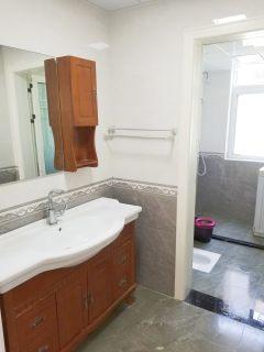 兴和家园1室3厅2卫2500元/月160m²出租
